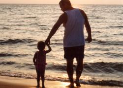 พ่อกับครอบครัวสร้างสุขในยุคเศรษฐกิจตกต่ำ